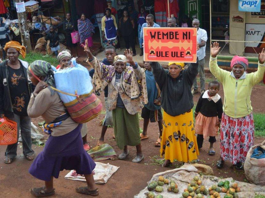 Kiambu leaders give vehicles, bring singers for Uhuru rerun