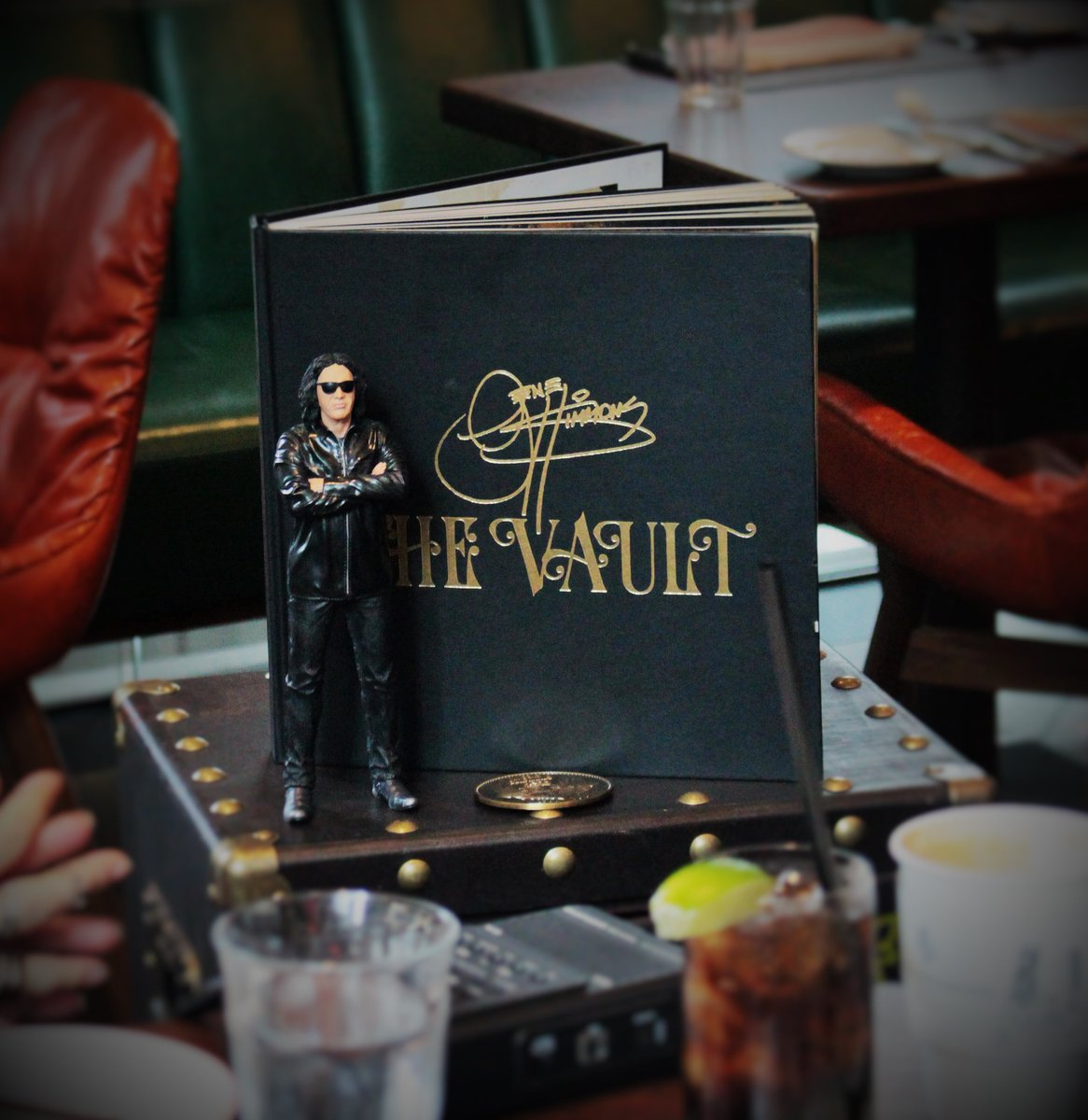 test Twitter Media - At 1:20pm ET, hear @WardandAl's interview with @genesimmons, sneak peek at #TheVaultExperience + more https://t.co/LDiWiEDT59 @KISSOnline https://t.co/8UcvizEmgI