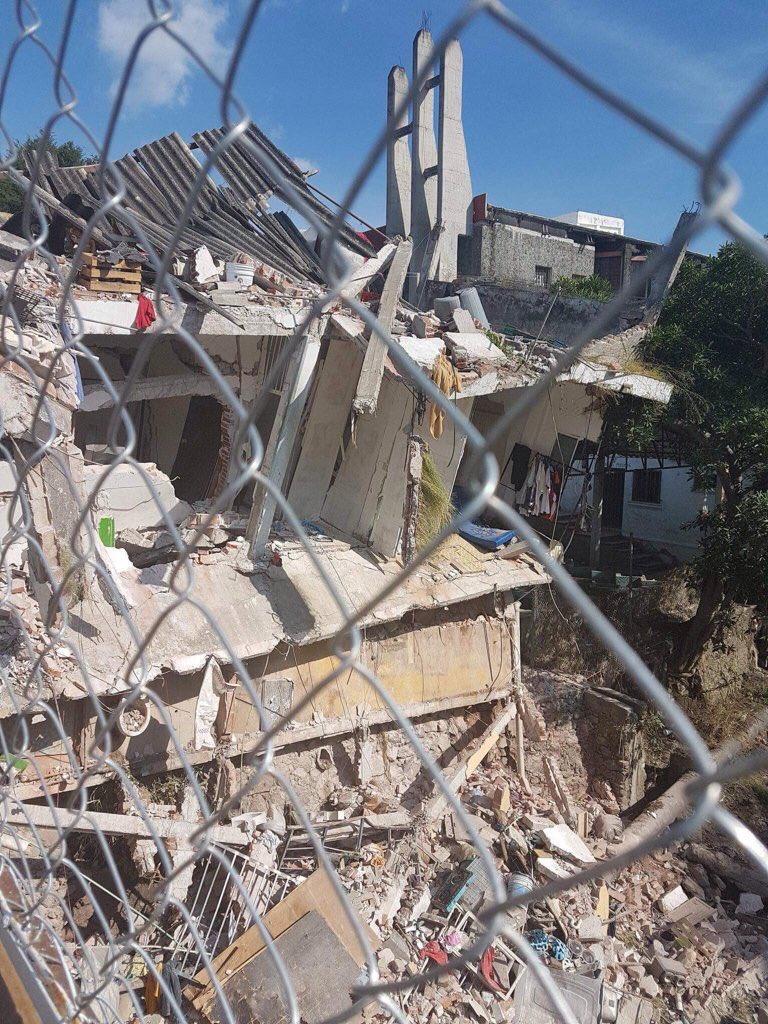 Esto no es la #Condesa ni la #Roma es #Jojutla y no hay voluntarios, no hay luz ni teléfono #Morelostenecesita RT!! https://t.co/8DrR6KNHLR