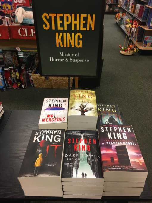 Happy Birthday Stephen King, Scaring us since 1973 with his first novel: Carrie!!