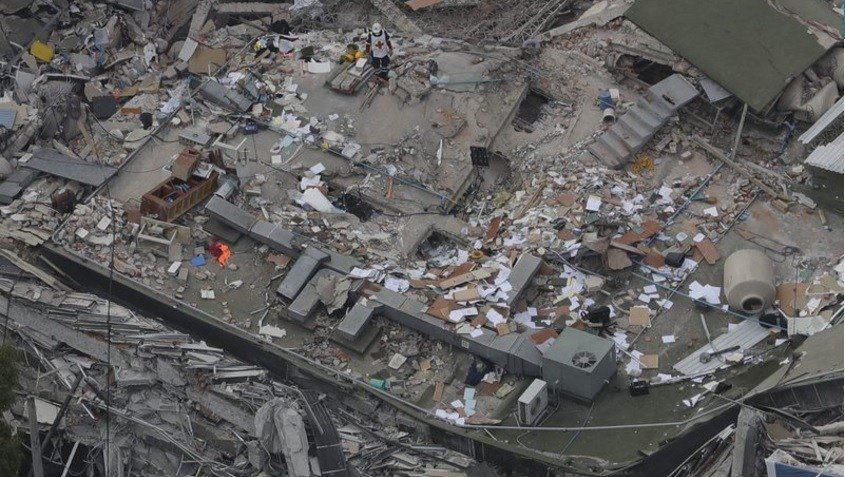Mexicans dig through collapsed buildings as quake kills more than 200