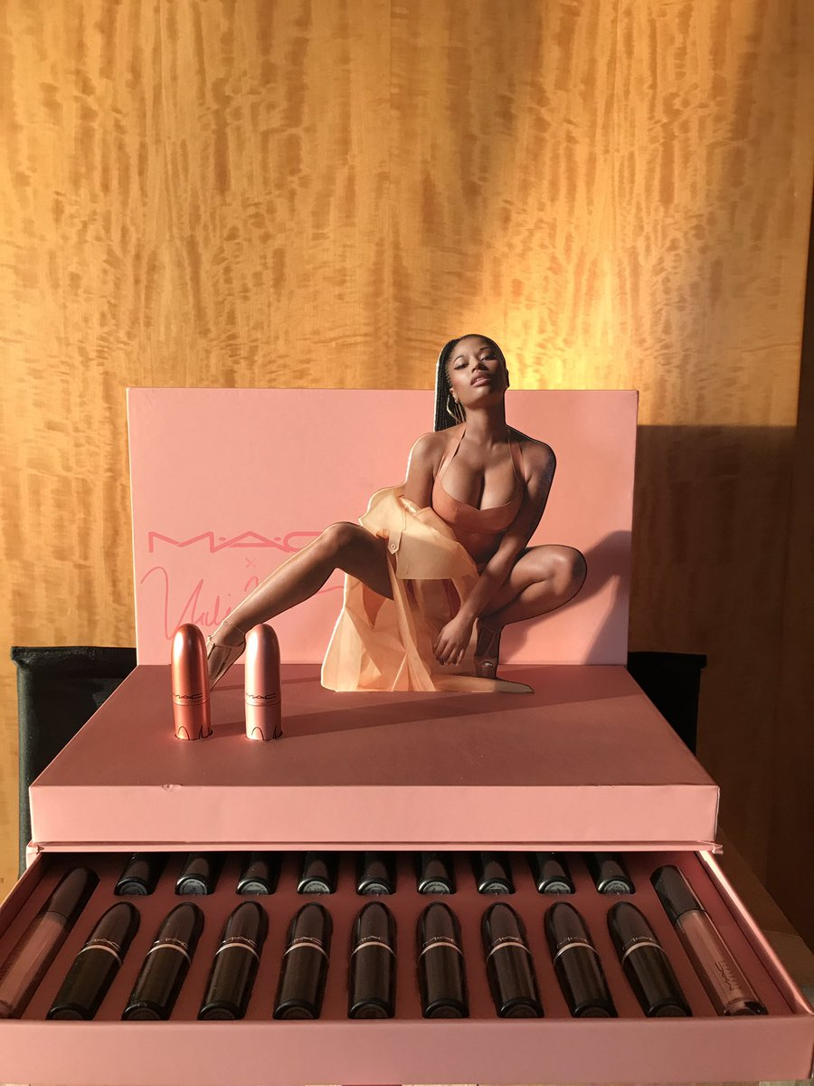 Who's ready to find out the winners of these epic gift sets?!?!! #MACxNickiMinaj @MACcosmetics https://t.co/h6PjdLCV2V
