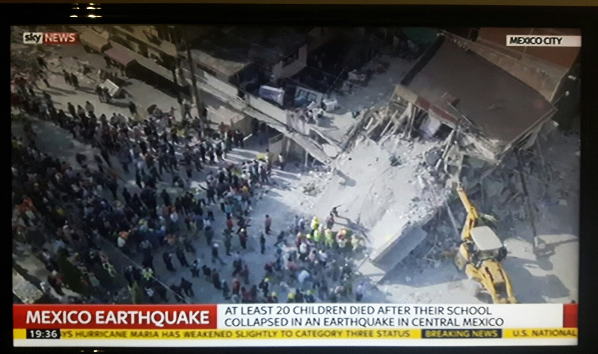 Sky News - At least 20 children died after their school collapsed in an earthquake in central Mexico https://t.co/F4r12XMbLO