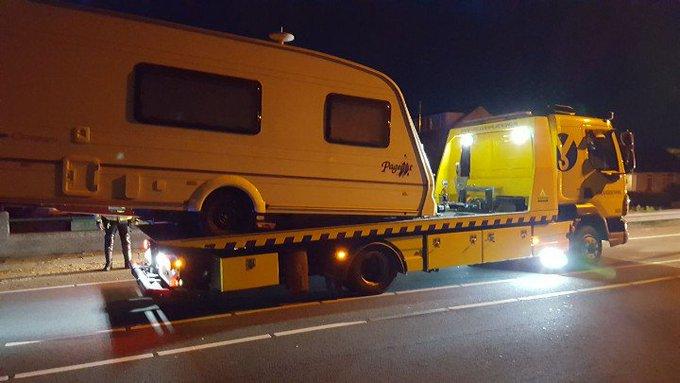 Poeldijk De Nieuweweg wordt weer vrijgeven na ongeval met auto / Caravan. Voertuigen geborgen. https://t.co/Y3BhdUhW0M