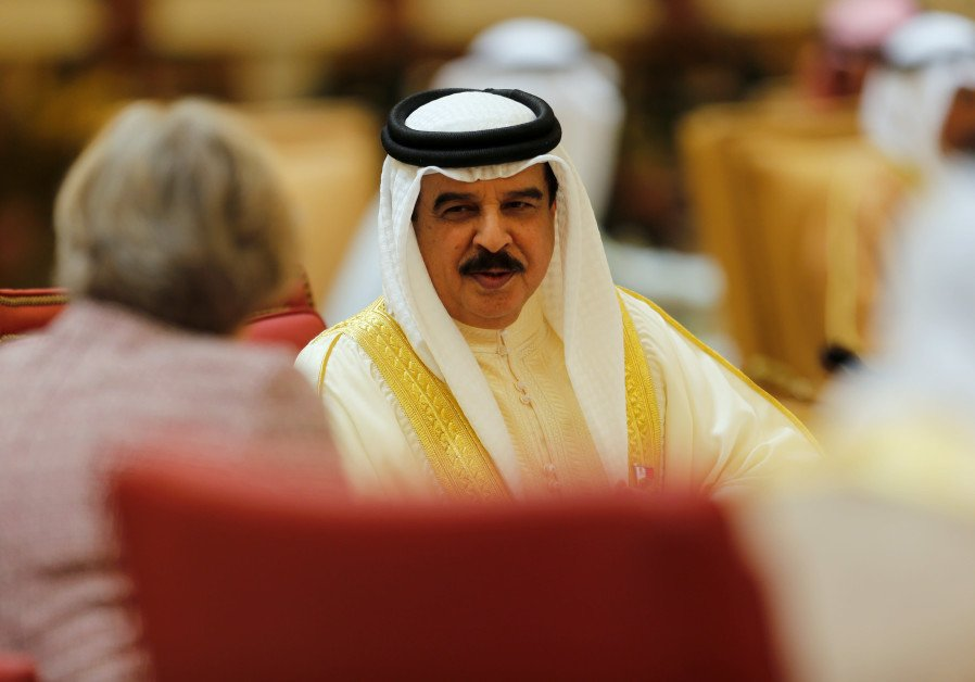 How can negotiators in the Israeli-Palestinian talks learn from Bahrain?