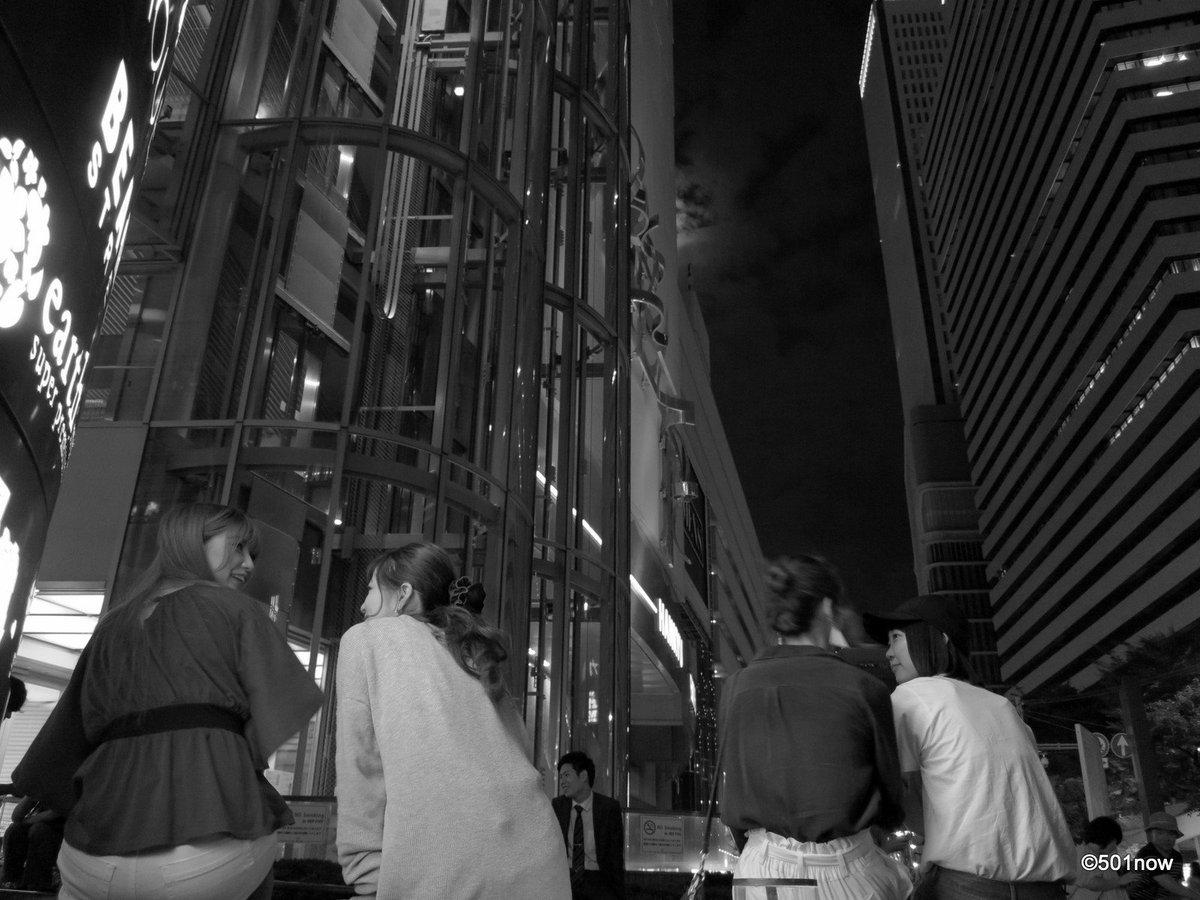 『夜のHEP前』#大阪 #梅田 #写真撮ってる人と繋がりたい#写真好きな人と繋がりたい#ファインダー越しの私の世界#写真