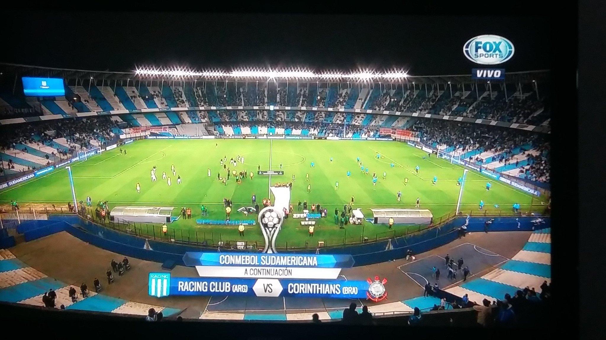 Dice @PolloVignolo q hay una multitud en la puerta.... avisenles  q el partido es adentro!!! Prensa mamadera https://t.co/ML8nuGNVcu