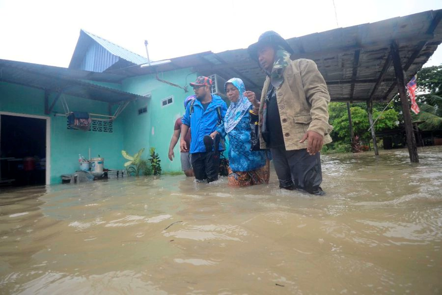 Flash flood hits Penang village; 108 residents evacuated