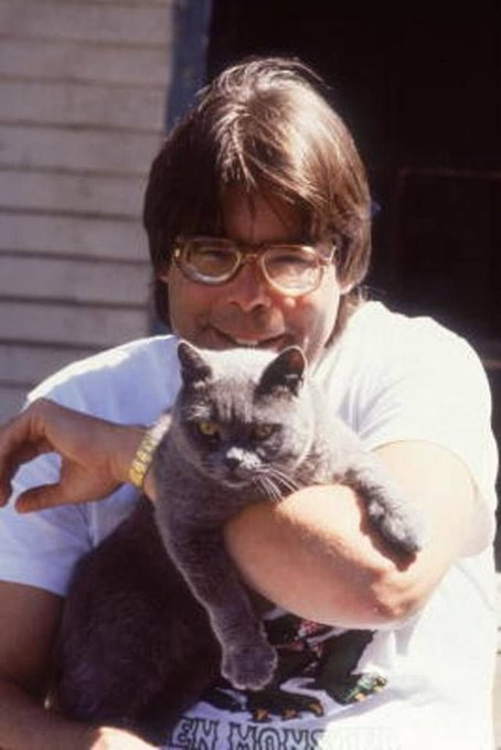 HAPPY BIRTHDAY TO MY FAVORITE AUTHOR, STEPHEN KING!!!!!!!!