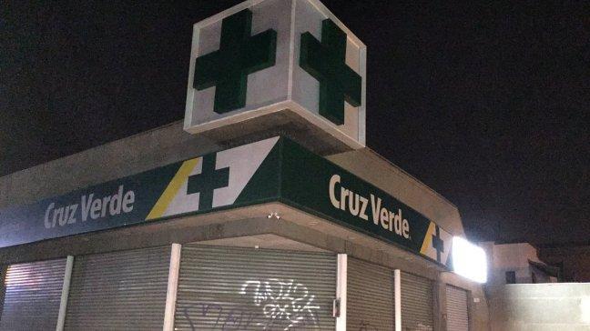 Carabineros indaga robo a farmacia en Providencia