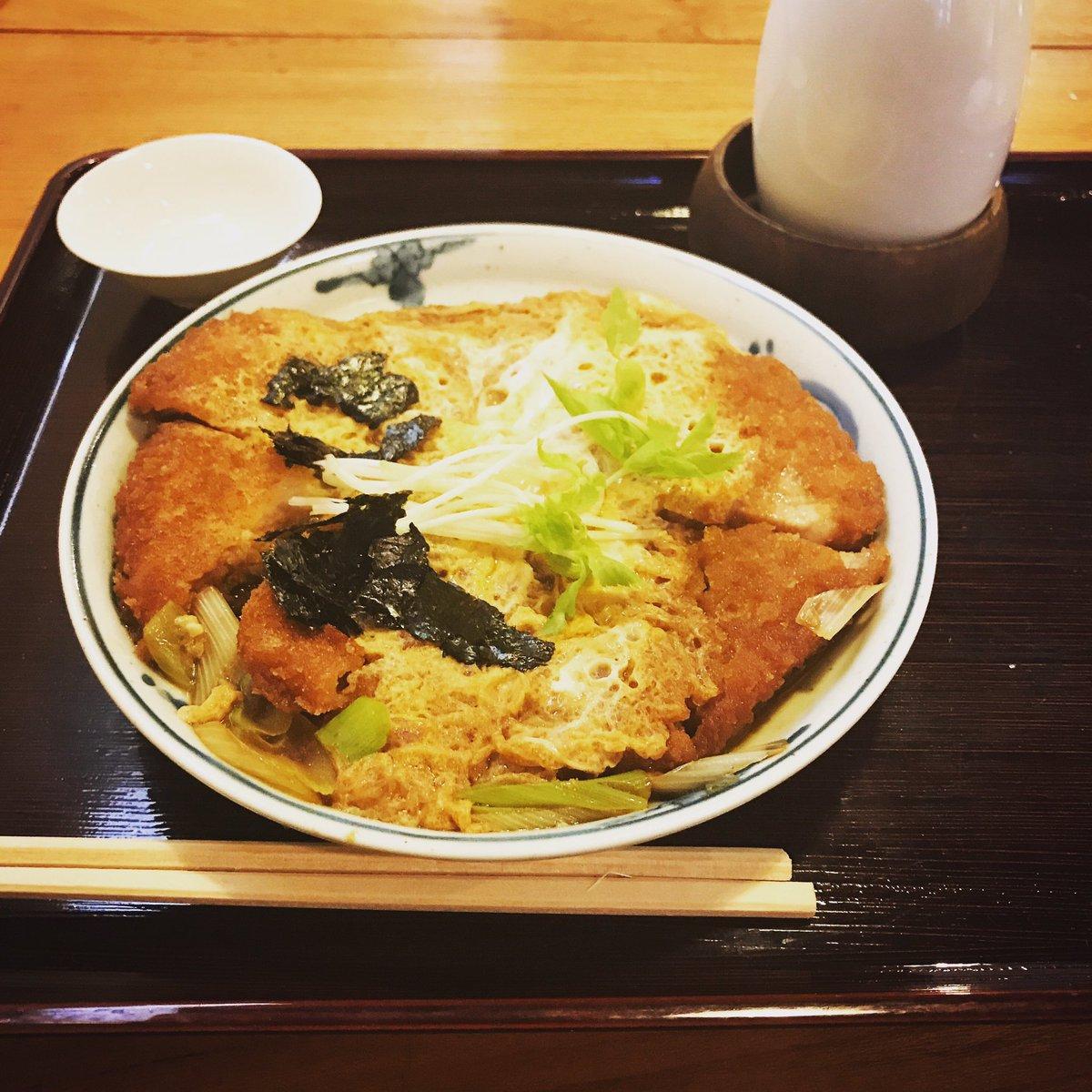 きょうの昼酒は、「吾妻橋やぶそば」さんでカツ煮をつつきながら「神亀」のお燗を。久しぶりにお江戸のゴールデンタイムを楽しん