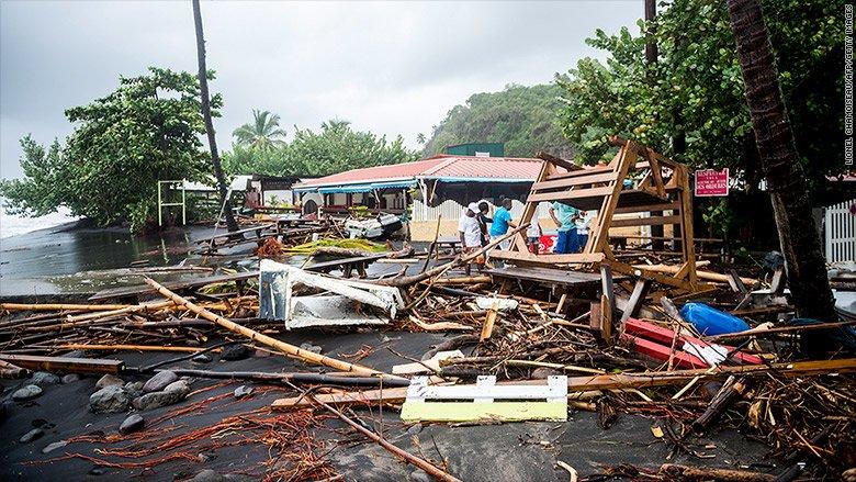 Puerto Rico lleva 11 años en recesión y ahora no tiene electricidad por el huracán María https://t.co/5NXT7ijO75 https://t.co/1EGC8sA5dn