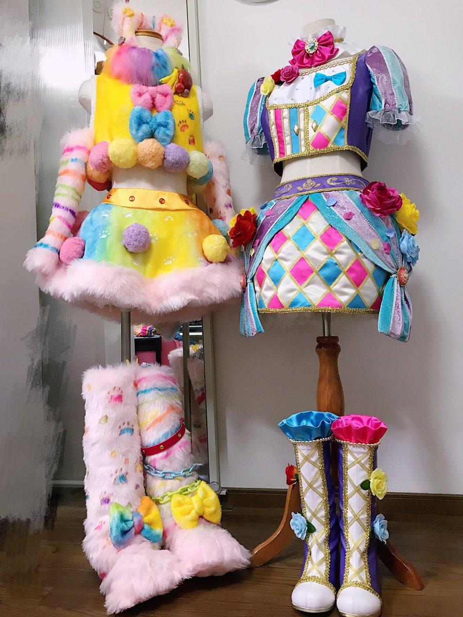 はぁ〜〜2着とも無事完成して良かった😭🙏並べると可愛さ倍増…。いつも思うんだけどアイカツの衣装を飾る部屋とマネキンが欲し