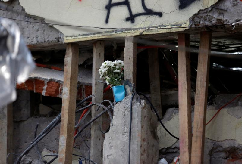 Mexico races to save 12-year-old girl as quake toll hits 237 https://t.co/veanYAY06G https://t.co/0p6OabmT9f