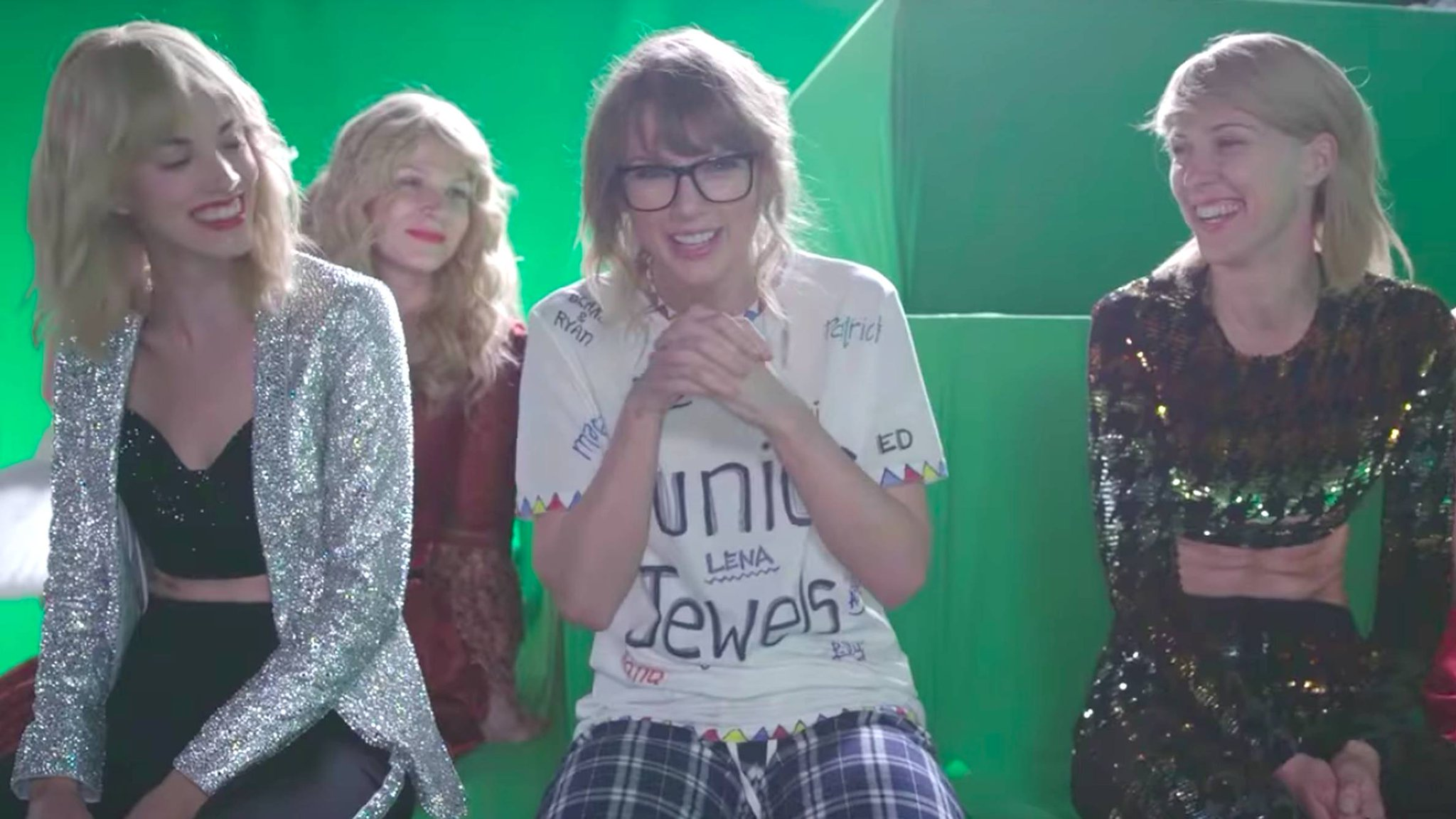 Time to go behind-the-scenes of @taylorswift13's #LWYMMDvideo: https://t.co/Gh084VYHWh https://t.co/srImGRuVRv