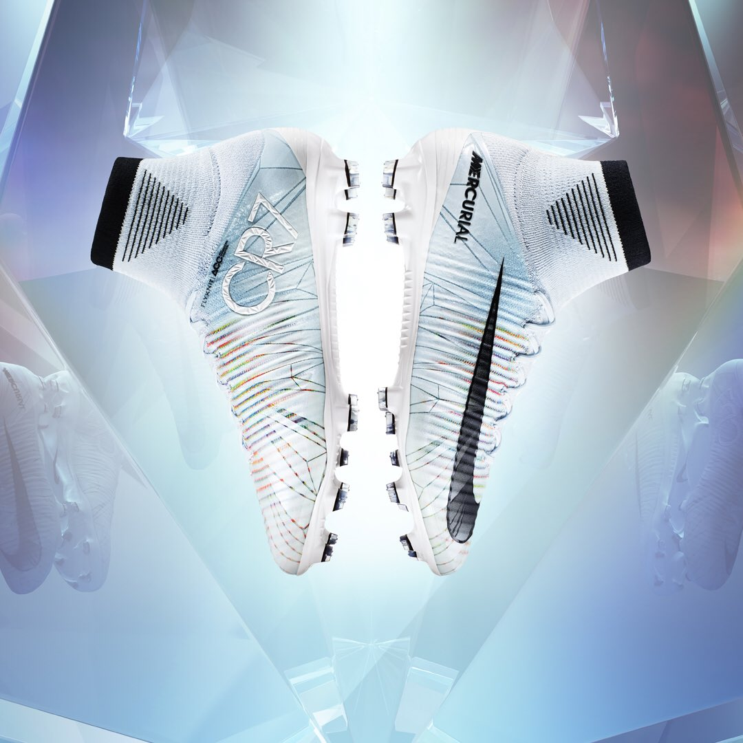 Can't wait to play in these �� ! #Mercurial #CR7 #NikeFootball available on https://t.co/gqzYq3gxeU, September 29th. https://t.co/p5QUGhCe1S