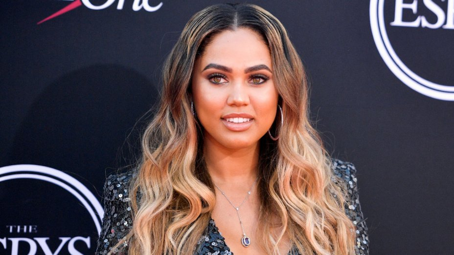 Ayesha Curry is the newest @CoverGirl: https://t.co/NY1yCgsCfP https://t.co/jCPgU6Sgxc