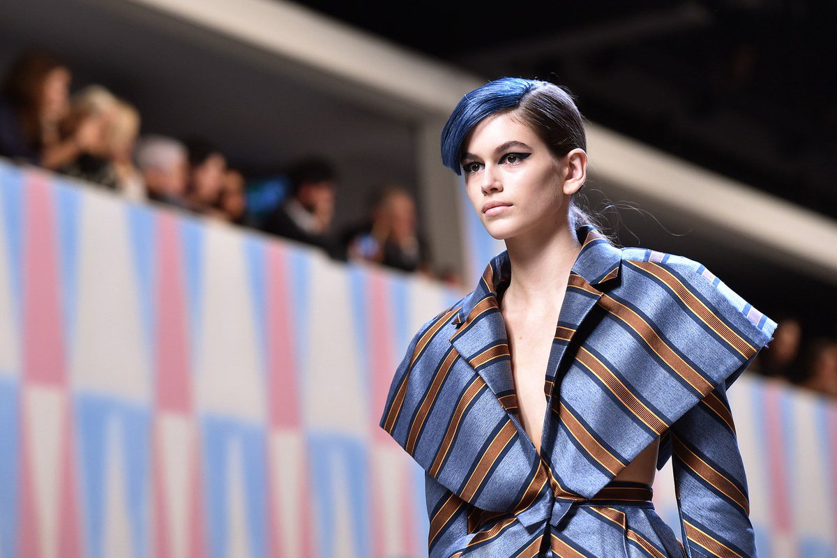 RT @VogueRunway: Did model of the moment @KaiaGerber pull off @Fendi's architectural bangs? https://t.co/t8jwAtTslA https://t.co/qjBPvoYNAL