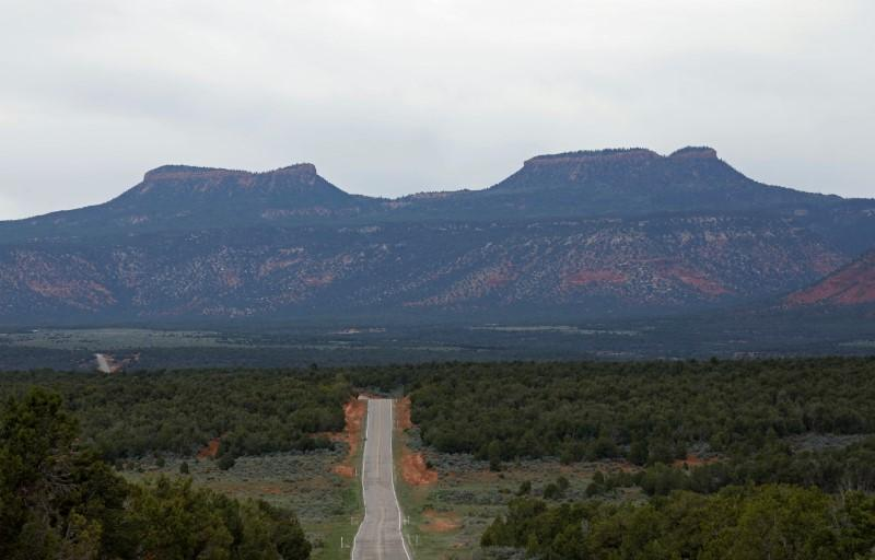 Navajo tribe says ready to sue Trump over changes to Utah monument https://t.co/qooGQIjTeC https://t.co/Zw6ZEFSzrZ