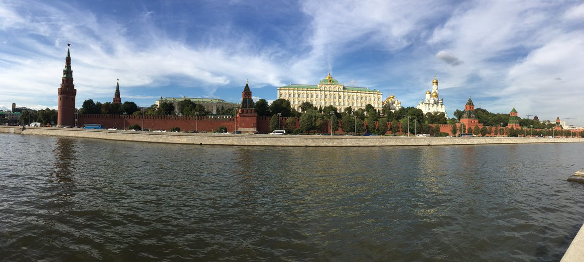 Chilling in Moscow... SO INTERESTING #moscow #kremlin #redsquare https://t.co/RyypEvamOY