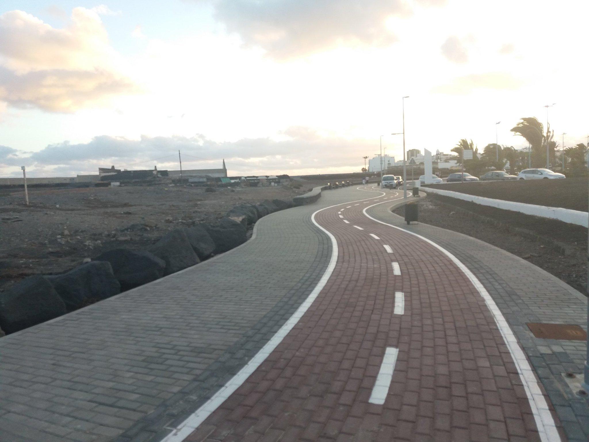 Si puedes, pilla la bici para venirte a @ArrecifeenVivo. ¡Menos humos, mejor ambiente!  ������ https://t.co/d9rmYuNBW1