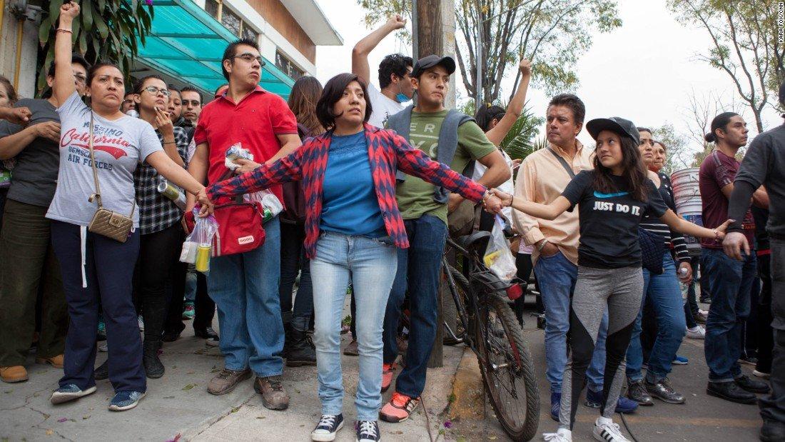 'Hubiera podido ser mi hijo': México cubre su dolor con solidaridad https://t.co/QSUOOEEPxz https://t.co/XyqnzDXz3L