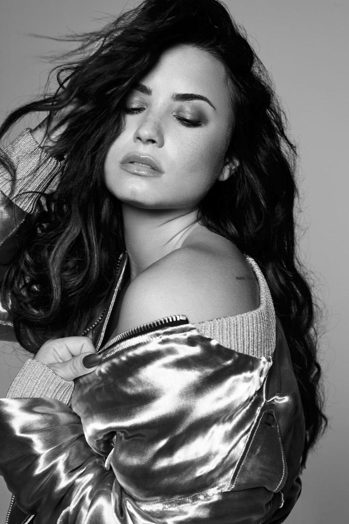 Another one from @ddlovato. ❤️ Listen to #SexyDirtyLove. https://t.co/tmg2pHlcoQ https://t.co/lzsbetOzF3