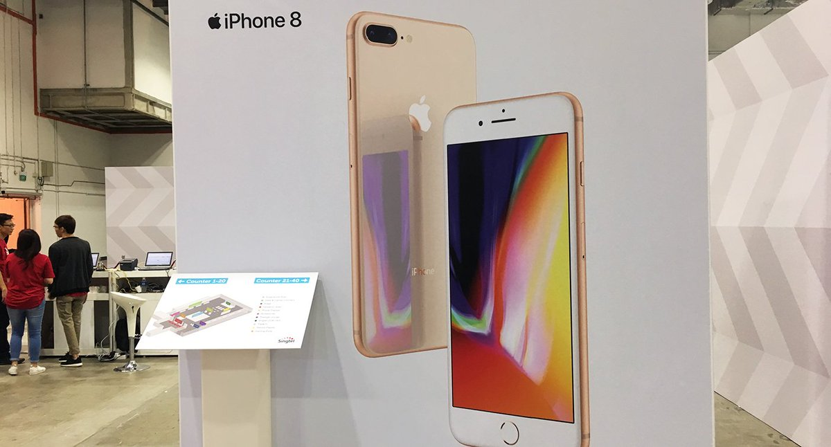 Singaporeans get their hands on newly-released iPhone 8 and 8 Plus