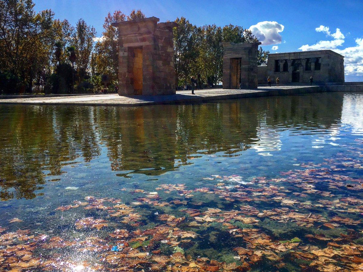 ¡Bienvenido otoño! Posiblemente la mejor época para perderse por #madrid 🍁🍂🍁🍂