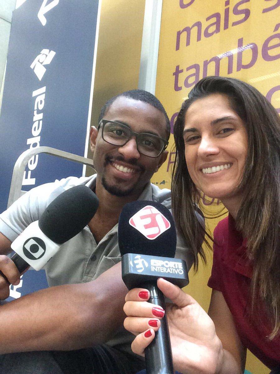 Estamos esperando...Microfones prontos @RedeGlobo @Esp_Interativo https://t.co/HLDfWNz7qE