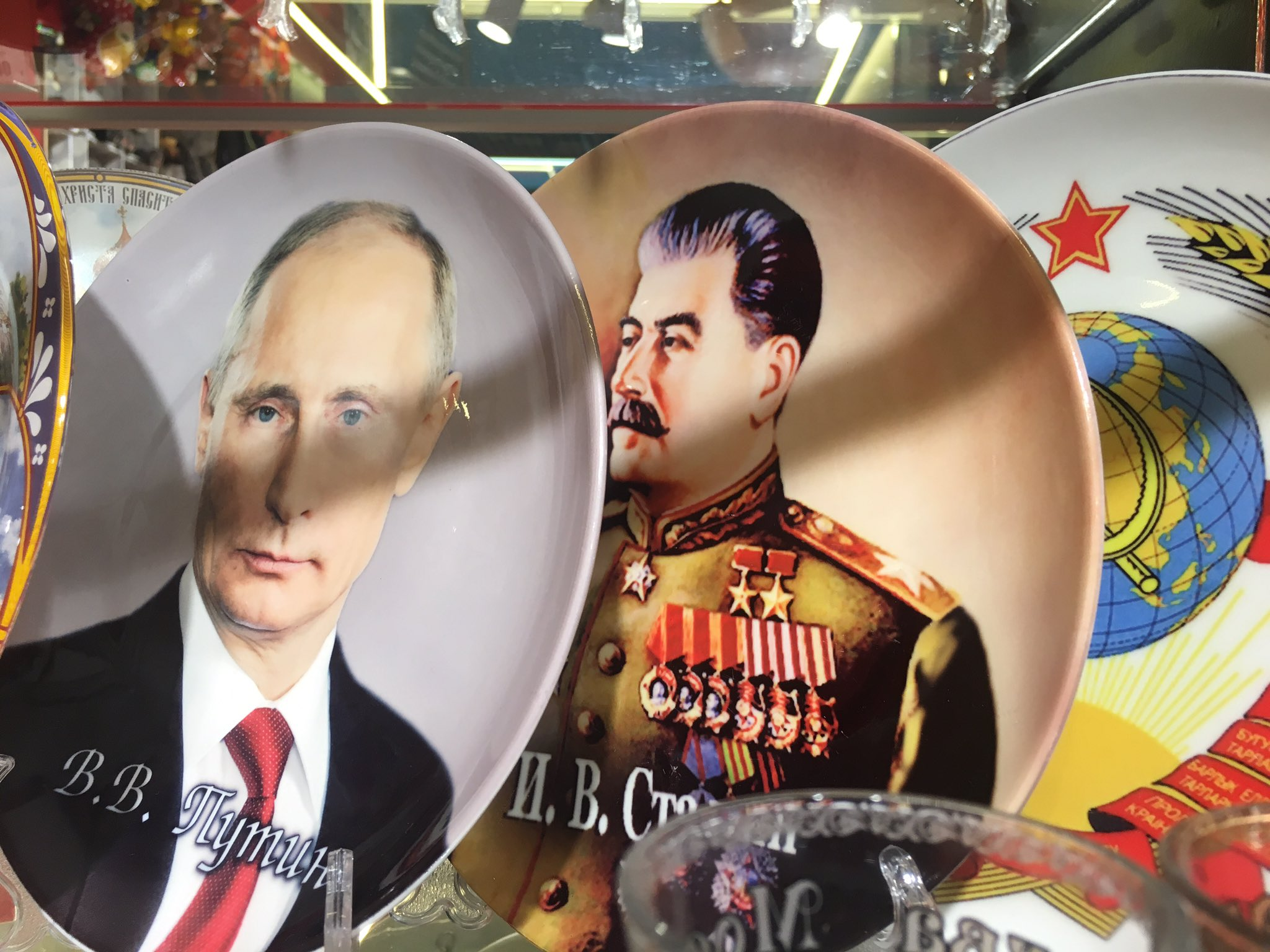 Russia has a lot on its plate right now. Putin & Stalin crockery on sale at a Moscow train station. https://t.co/45jagi1FlF