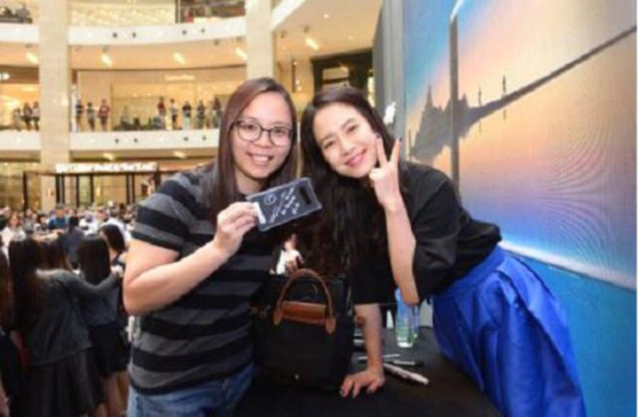 Song Ji-hyo draws large crowd at Galaxy Note 8 launch