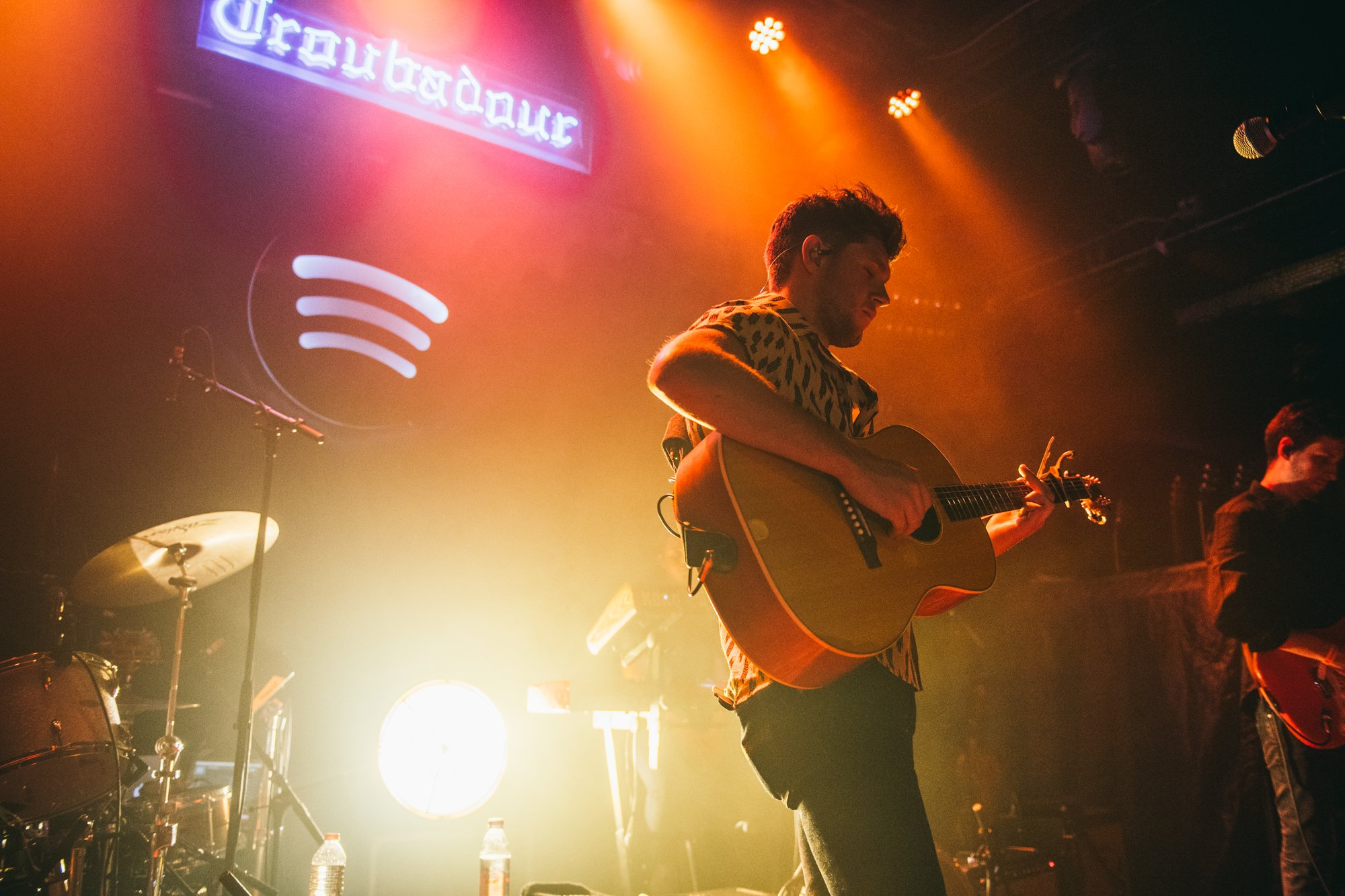 .@NiallOfficial gives his top fans a treat at the legendary @thetroubadour. #SpotifyFansFirst. ��  @conormcdphoto https://t.co/eS8zDCk3eH