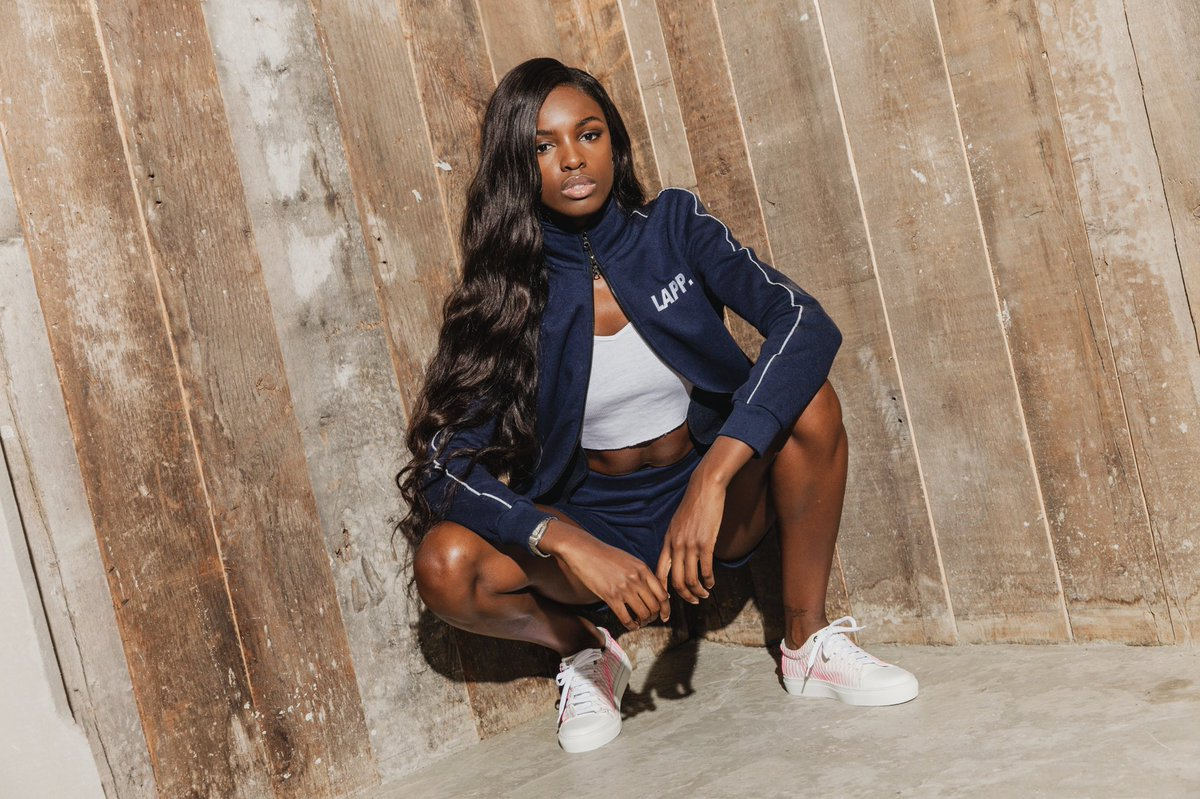 RT @Leomie_Anderson: My sneaker collab is out!!! Available exclusively on @farfetch , get yours here: https://t.co/7CKaIn4NcT https://t.co/…