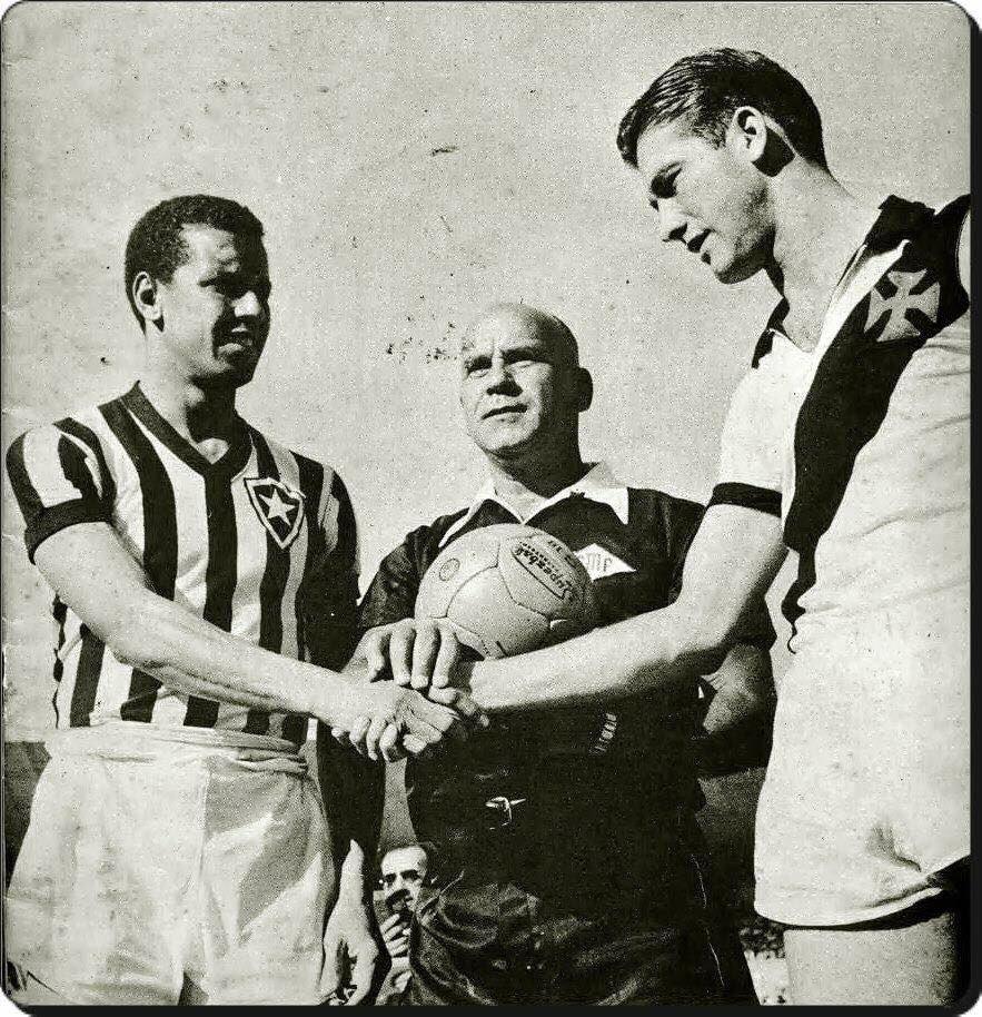 RT @OldFootball11: #Bauer #Bellini and referee #MárioVianna; #Botafogo #Vasco; #Brazi ...