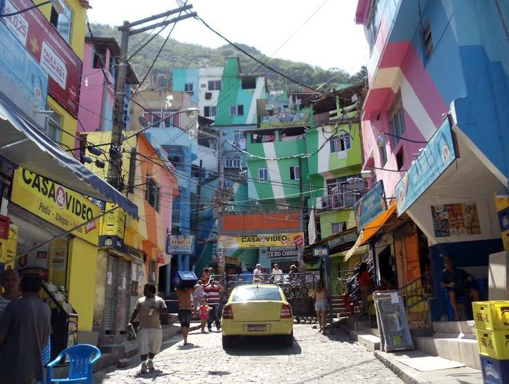 #22Sep | En modo guerra se encuentra #Rocinha, la favela más grande de RioDeJaneiro https://t.co/J6jRoK7XbU https://t.co/iP3LgIDXcu