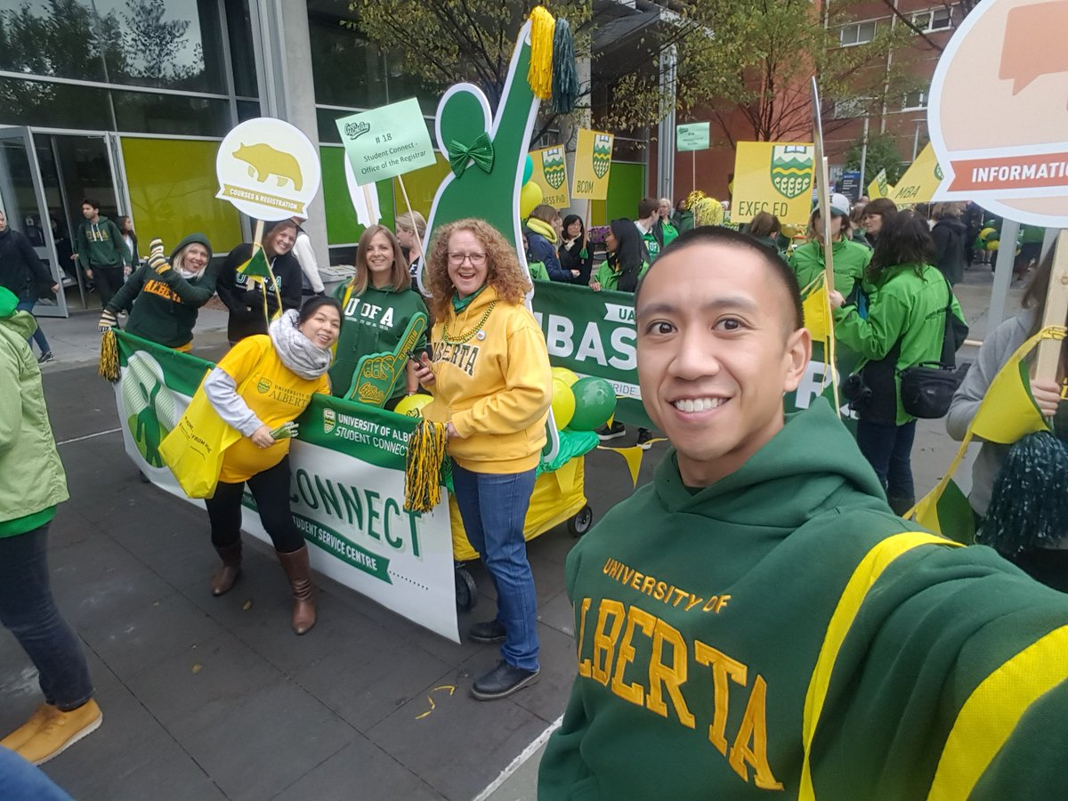 Student Connect at the Green and Gold Day Parade.  @UAlbertaAlumni #UAlberta #TeamGold ...