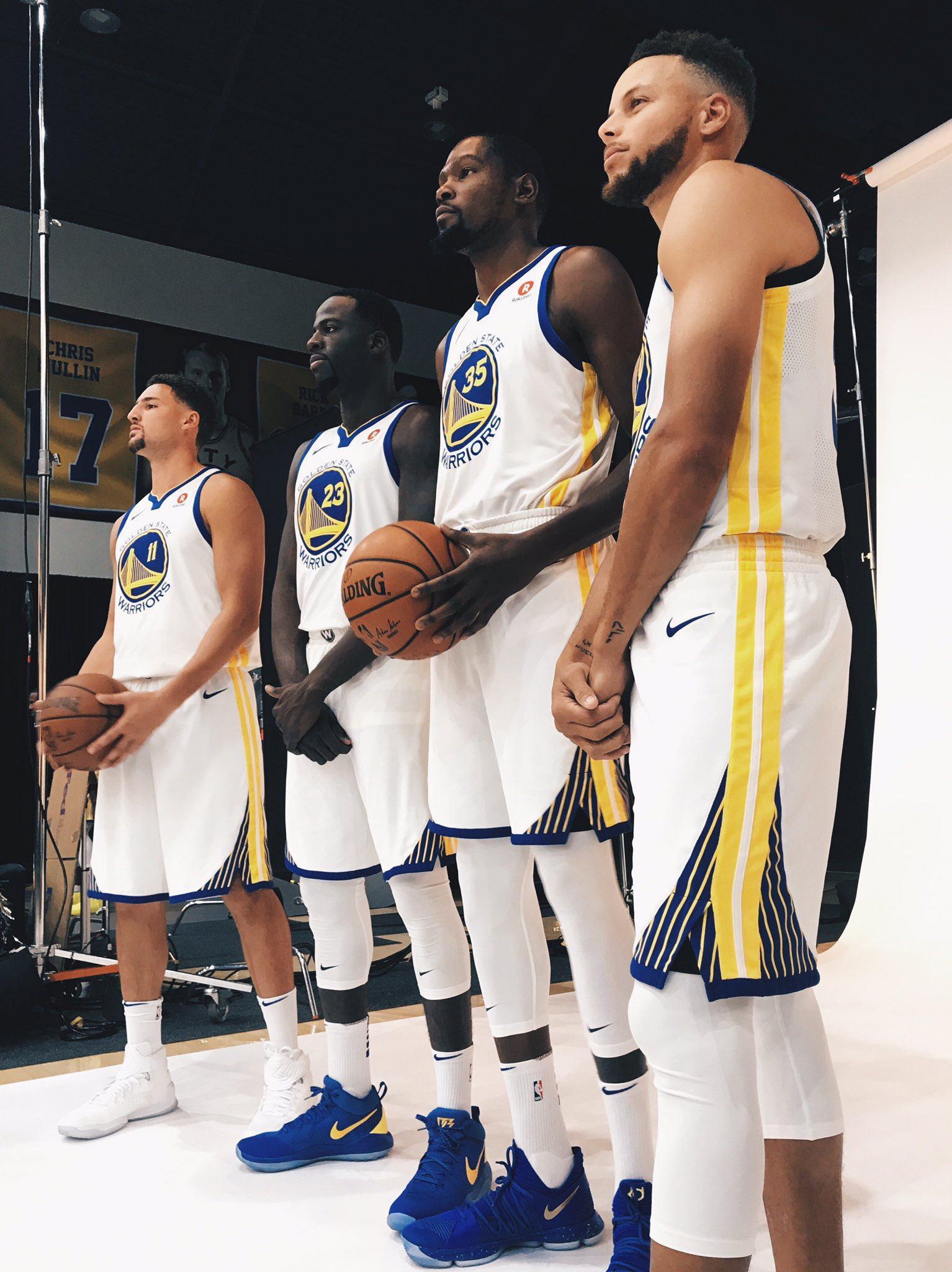 We back. #DubNation #GSWMediaDay https://t.co/uS3MY2zn8E