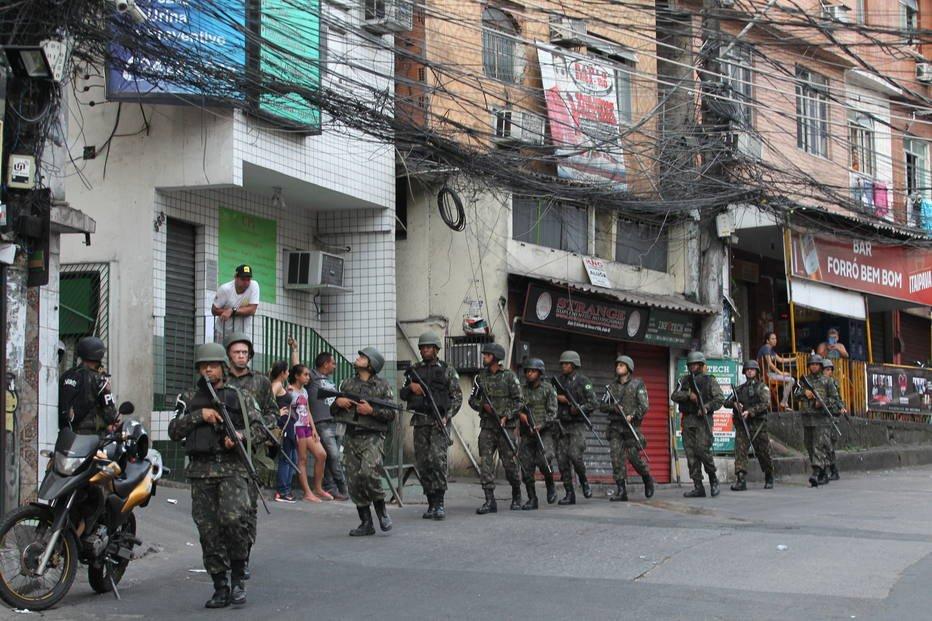 Moradores da Rocinha não se surpreendem com a chegada de militares
