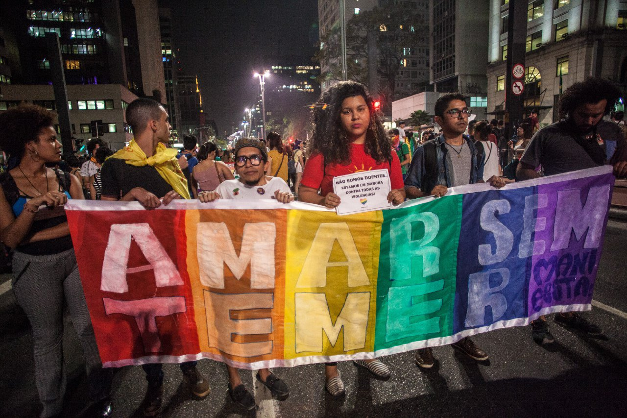 Viva o amor e a diversidade! ♥️ �� Ato LGBT Não é Doença nas ruas de São Paulo.  Foto: Mídia NINJA https://t.co/Tcoe1UHm1L