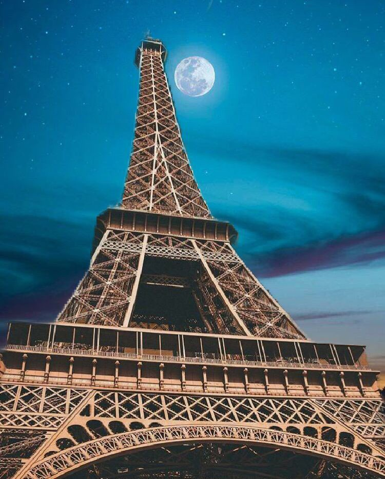 #photoshop #paris #france #moon #night #adobe #tower #eiffeltower #eiffel https://t.co ...