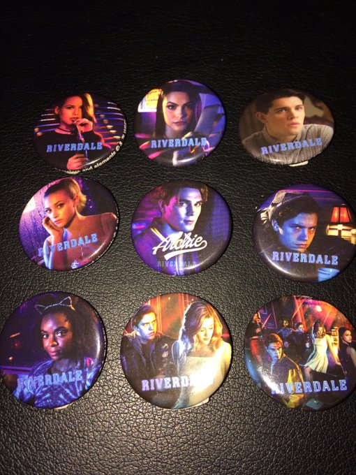 Thanks @HotTopic love my @CW_Riverdale merchandise huge fan thanks!!! https://t.co/yCtnbmS0Yi