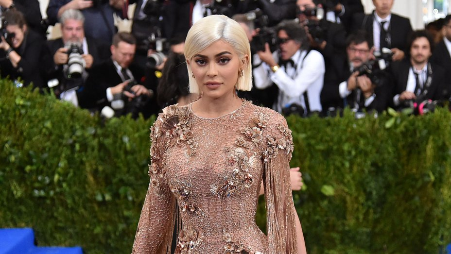 Kylie Jenner pregnancy rumors set Twitter alight: https://t.co/A2r3Y56plY https://t.co/TfFHrIWbGH