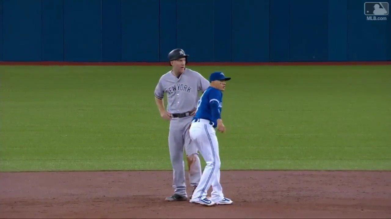 Caught slippin'. ��  @rgoins17 pull off the hidden ball trick! https://t.co/LG3qZybQJ8
