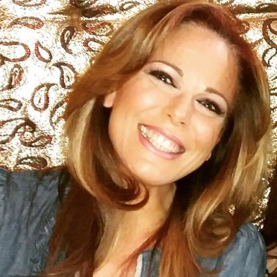 RT @Laencuesta4: #Encuesta (Cuarta ronda) -¿Qué sonrisa te gusta más? MG Iliana Calabró RT Isabel Macedo https://t.co/CE1OOcU7dY