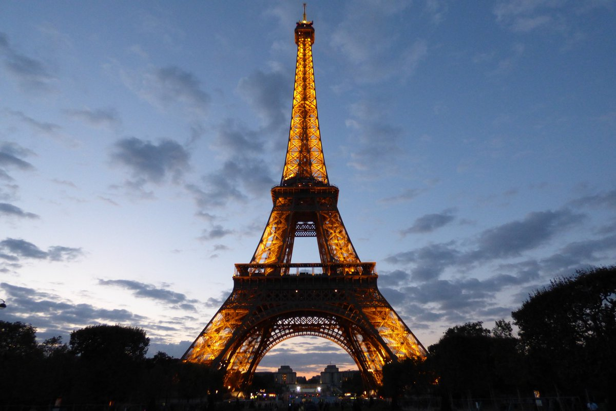 Image report from #Eiffel Tower in #Paris - https://t.co/ejAAl24n8O - #IRNA https://t. ...