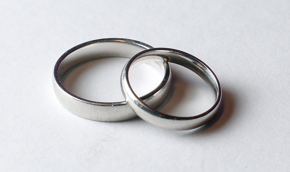 Two million couples missing out on tax break – HMRC: https://t.co/jJHrcngobO https://t.co/HxMJgnURKk
