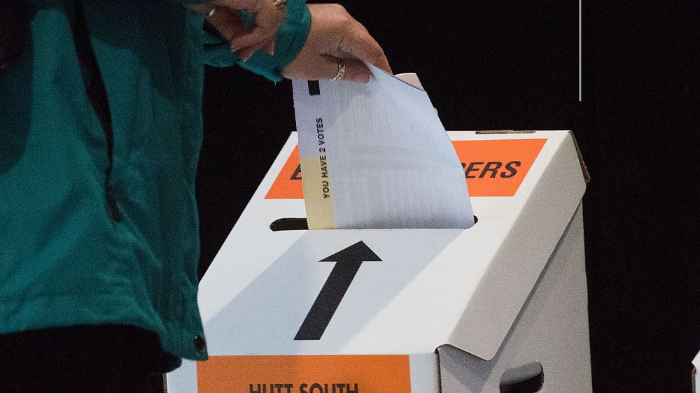 Polls close in New Zealand after the most hotly contested election race in recent history