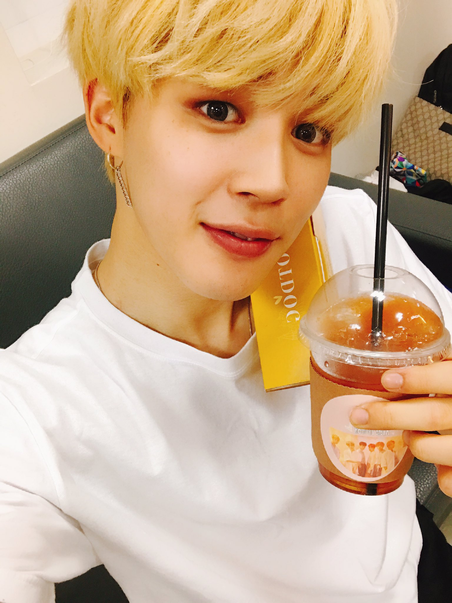 맛나게 먹어요❤️ #JIMIN https://t.co/0kmHk51uN1