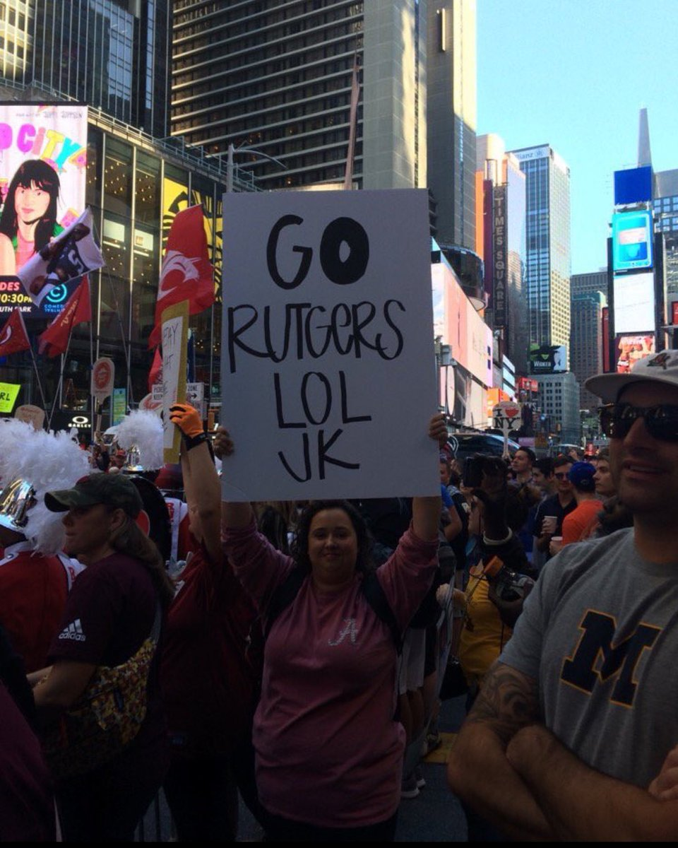 Alabama fan out trolling at College GameDay in NYC (📷 by )...